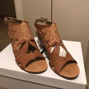 Women's wedge tan